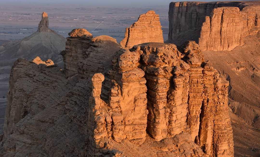 اثار المواقع التاريخية والسياحية في العالم السهول والجبال